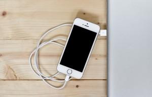 smartphone caricabatterie Miti da sfatare sulla tecnologia 5 verità da conoscere
